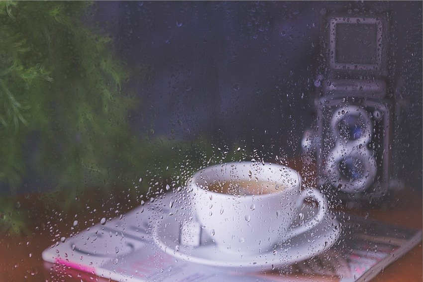 How To Fake a Rainy Day: Photography Tutorial at quillandglass.com